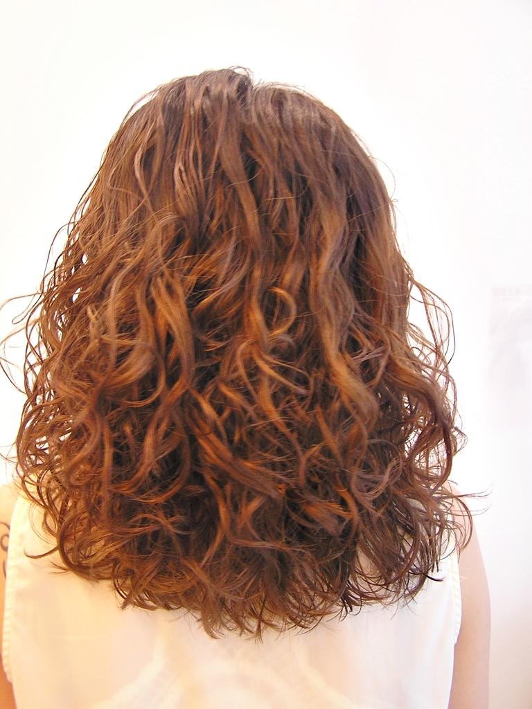 女士短发烫发旳发型